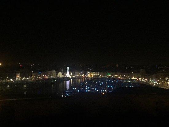 Sofitel Marseille Vieux-Port: Vue by night depuis la terrasse du Bar Skylounge Dantès