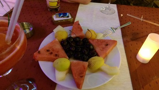 Mitos Apartotel: complimentary fruit platter