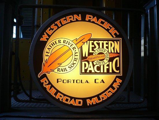 Portola, CA: Вывеска музея