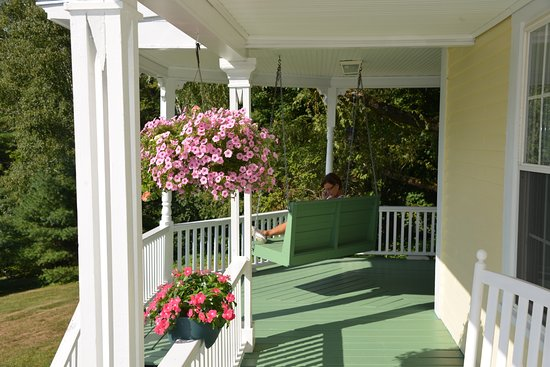 Meredith, Nueva Hampshire: rear porch
