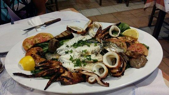 Simos Taverna: 20160815_230607_large.jpg