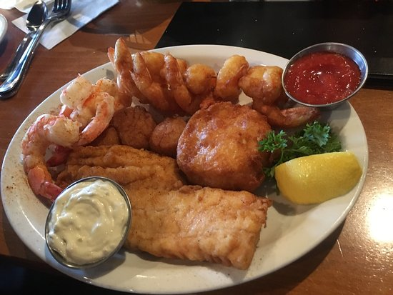 Jerry's Seafood: Saturday Lunch (platter was yummy)