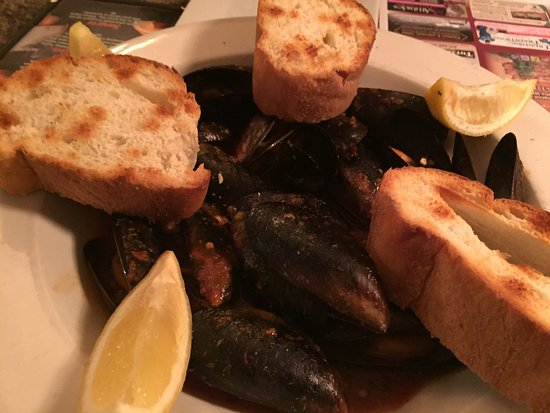 Escanaba, MI: Steamed mussels excellent