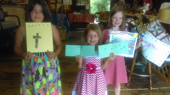 McCormick, Güney Carolina: Arts & Crafts with youth guest at SC Wild's Heritage Center