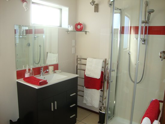 Whangaparaoa, New Zealand: Tui - ensuite bathroom