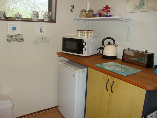 Whangaparaoa, New Zealand: Fantail Kitchenette