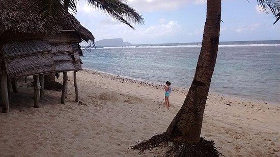 Салеапага, Самоа: Fale sobre la playa