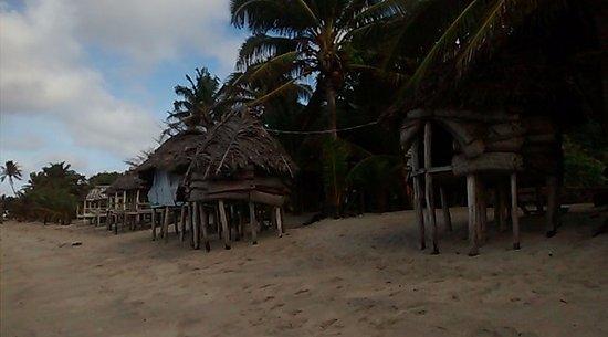 Saleapaga, Samoa: Fales sobre la playa