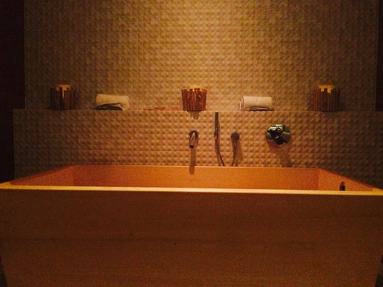 Wilton Manors, FL: Hinoki Wood Japanese Soaking Tub