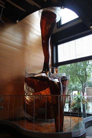 Evan Williams Bourbon Experience : Big pour!