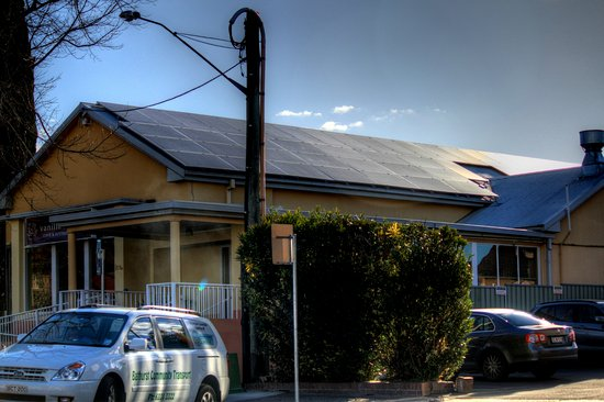 Bathurst, Australia: The restaurant makes heavy use of solar panels which cover the entire roof.