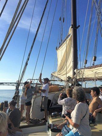 Yorktown, Βιρτζίνια: Raising the main sail.