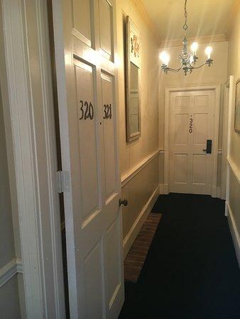 Hotel Provincial: Hallway to room