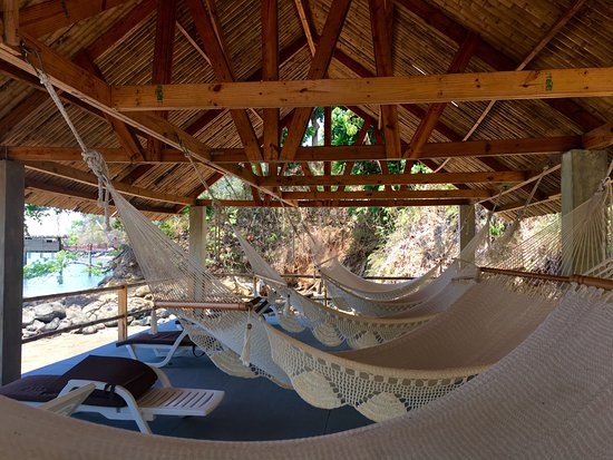 Boca Chica, Panama: Hammocks by the water