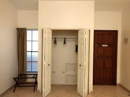 Hotel El Almendro Managua: Closets