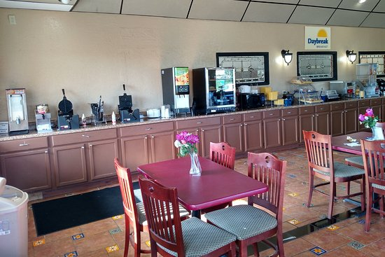 Christiansburg, VA: Breakfast area