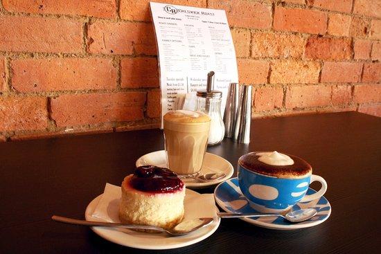 Creswick, Australia: Merlo Coffee and a range of desserts available
