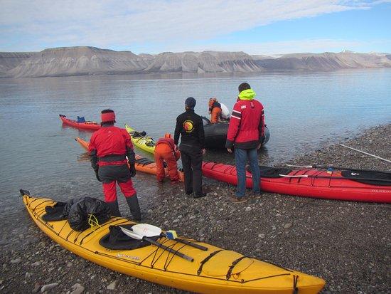 Longyearbyen, Norge: Preparing to launch