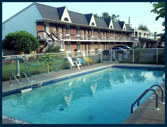 Niagara Falls Motor Lodge: swimming pool