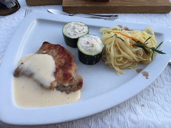Hotel Baeren: Pork entree