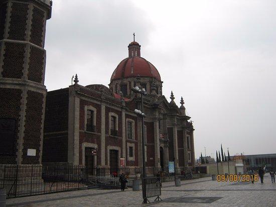 Basilica de Santa Maria de Guadalupe: lado antiguo.