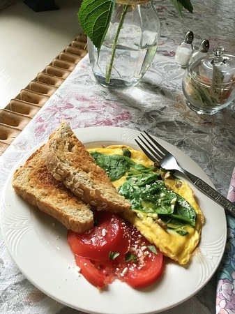 Sodus, estado de Nueva York: Spinach Frittata with Fresh Tomatoes