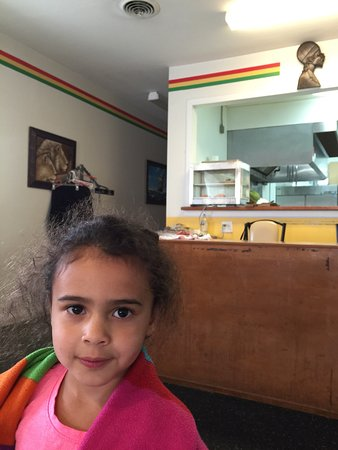 Skokie, Ιλινόις: We are a Jamaican family and we loved this place. Excellent service, freshly made food - made to