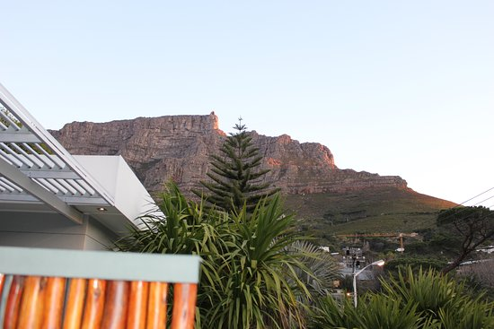 2Inn1  Kensington: The view of Table Mountain from our terrace