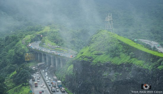 Khandala, Индия: View from the curve of the road