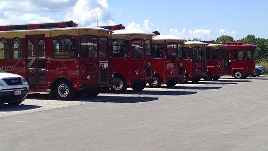 Egg Harbor, Висконсин: Tour Trolleys Ready To Go