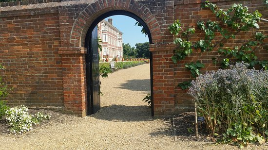 Richmond-upon-Thames, UK: The unexpected round every corner