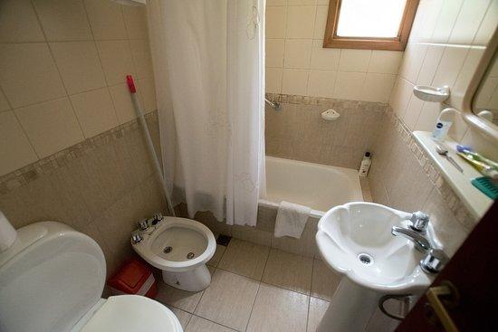 Bungalows Los Cipresales: El baño está impecable y es funcional