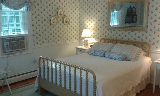 The Blushing Oyster Bed & Breakfast : Queen bed