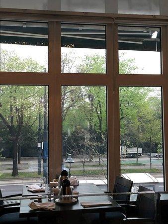 Vienna Marriott Hotel: View during breakfast