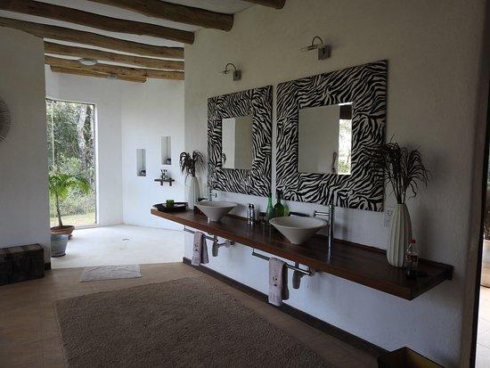 Laikipia District, Kenya: Magnificent bathroom