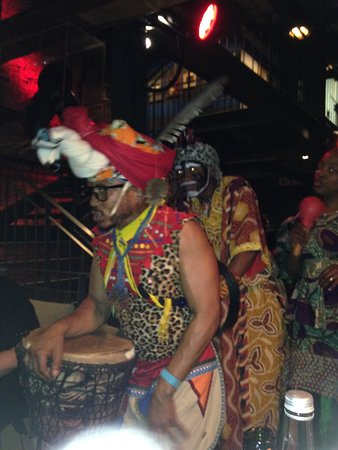 Gold Restaurant: Drumming and performing African dance