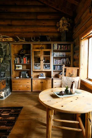 Victor, MT: Great Room Library