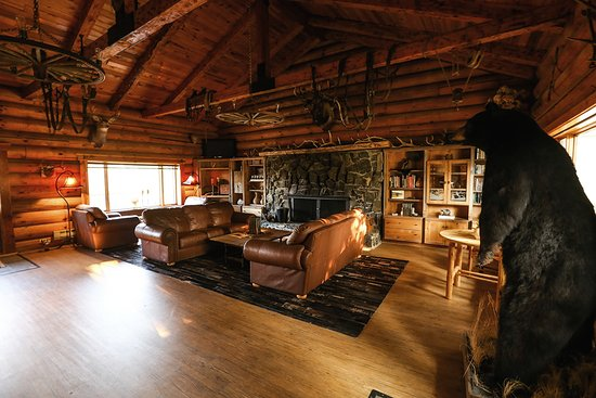 Trapper Peak Outfitters & Guest Lodge: Welcome