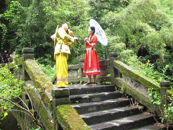 Yichang, China: Habitants - Sanxia Family Scenic Resort