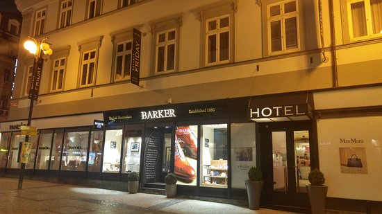 Friday Hotel Prague: 호텔 입구