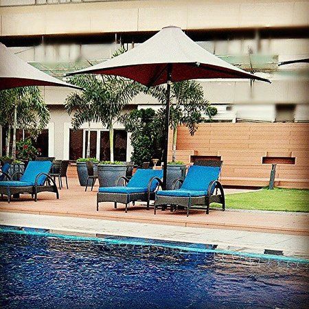 Dusit Thani Manila: time to take a dip!!!