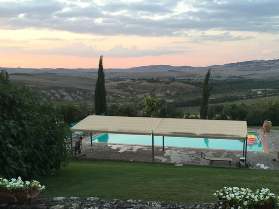 Contignano, Italia: View over one of the pools at sunset.