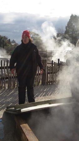 Whakarewarewa: The Living Maori Village : The tour guide explaining the hangi