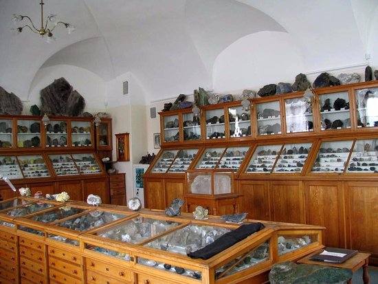‪Mineralogy Museum of the Geology Department at Saint Petersburg State University‬