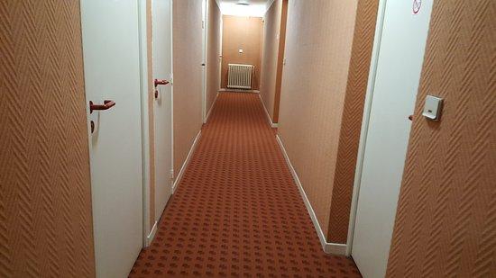 Espinasses, France : Il corridoio mi ricorda il film Shining