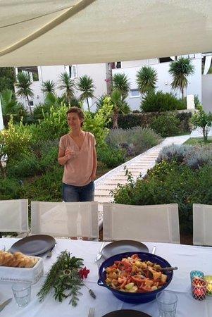 Nerezine, كرواتيا: eten in de tuin