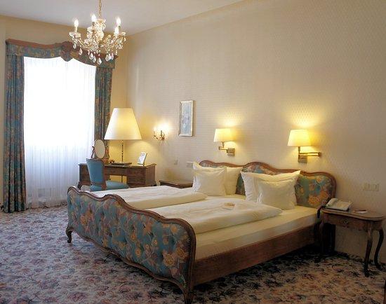 Hotel Eisenhut: Room