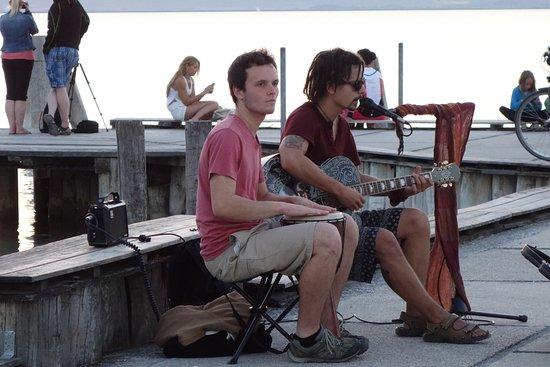 Rundfahrt Naturschutzgebiet Podersdorf: Street music at the port