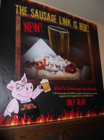 San Marcos, CA: マスコットの豚さんの看板