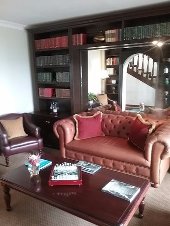 Nautilus Cottage: Library